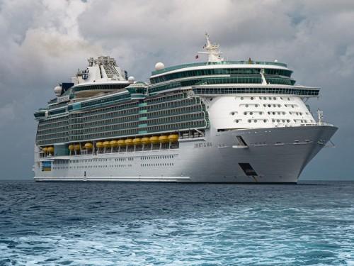 COVID-19 : Royal Caribbean annonce la suspension volontaire de ses croisières aux États-Unis