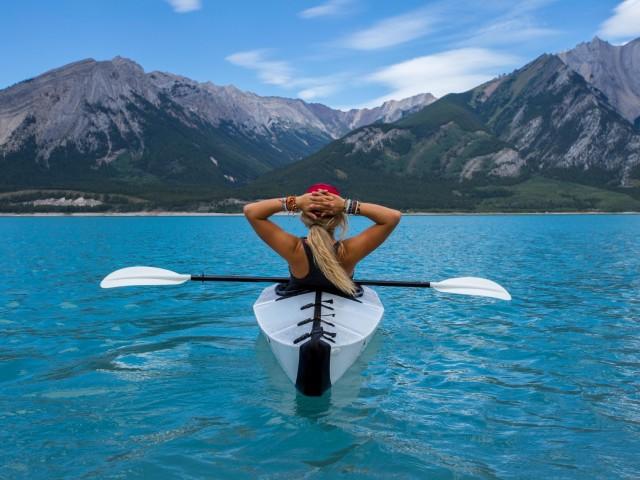 Plus de la moitié des Canadiens prévoient de rester chez eux cet été, selon un sondage