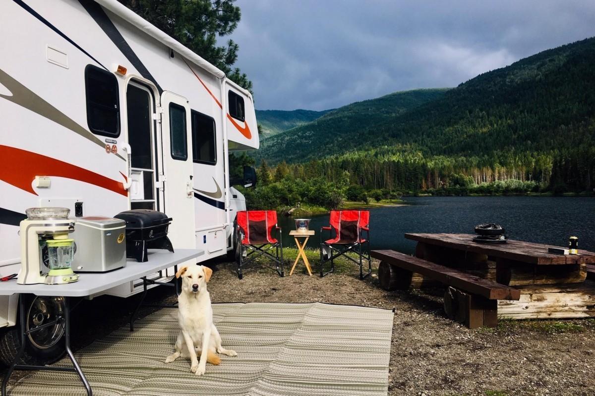 Vous ne savez pas quoi vendre cet été ? Pensez à réserver des vacances en camping-car