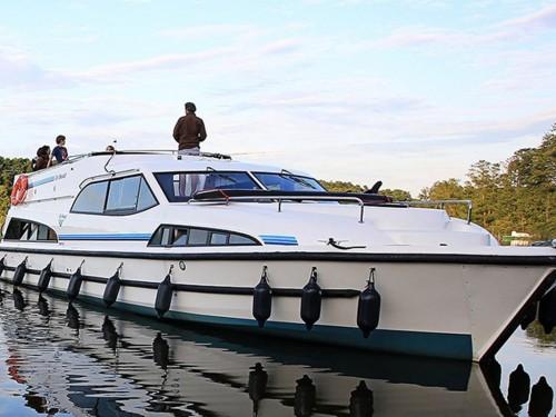 5Continents mise sur la location de yacht privé pour des escapades sur le canal Rideau