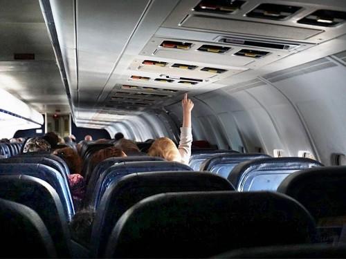 La COVID détectée à bord de vols intérieurs et internationaux. Oui, mais…