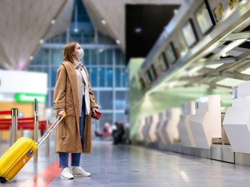 Appel à l'implantation d'installations de test complètes de COVID dans les aéroports