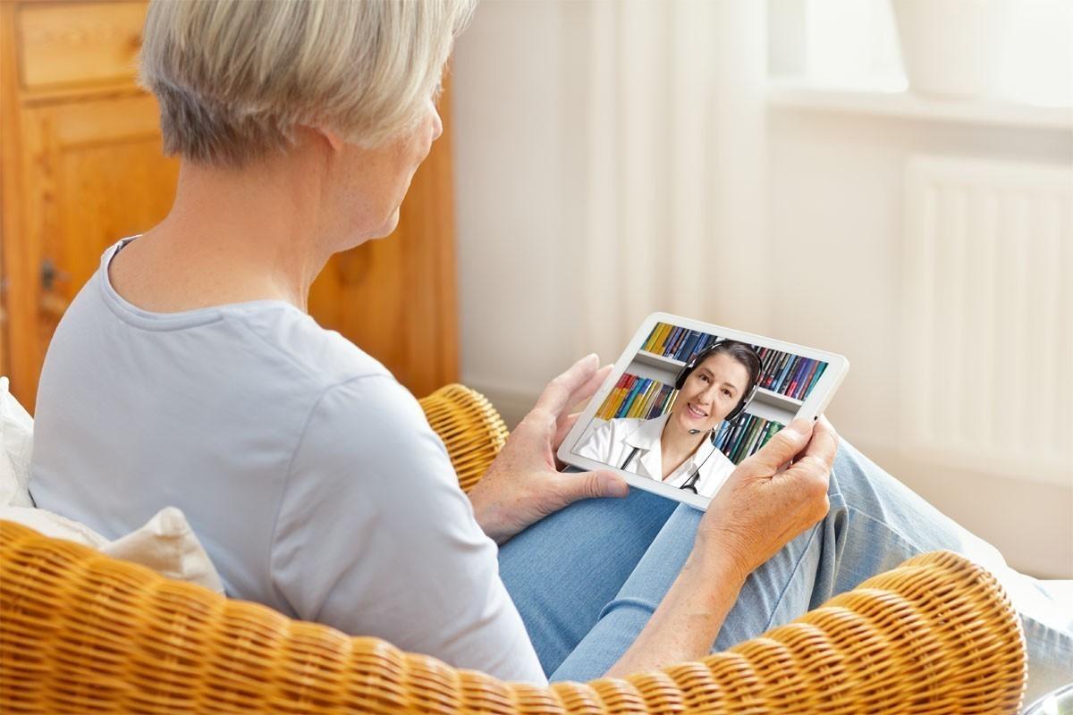 Les soins de santé virtuels : une option pratique pour les voyageurs et un outil potentiel pour les agents