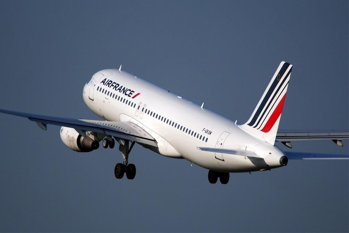 Air France offre une assurance voyage contre la COVID... mais pas (encore) pour les Canadiens !