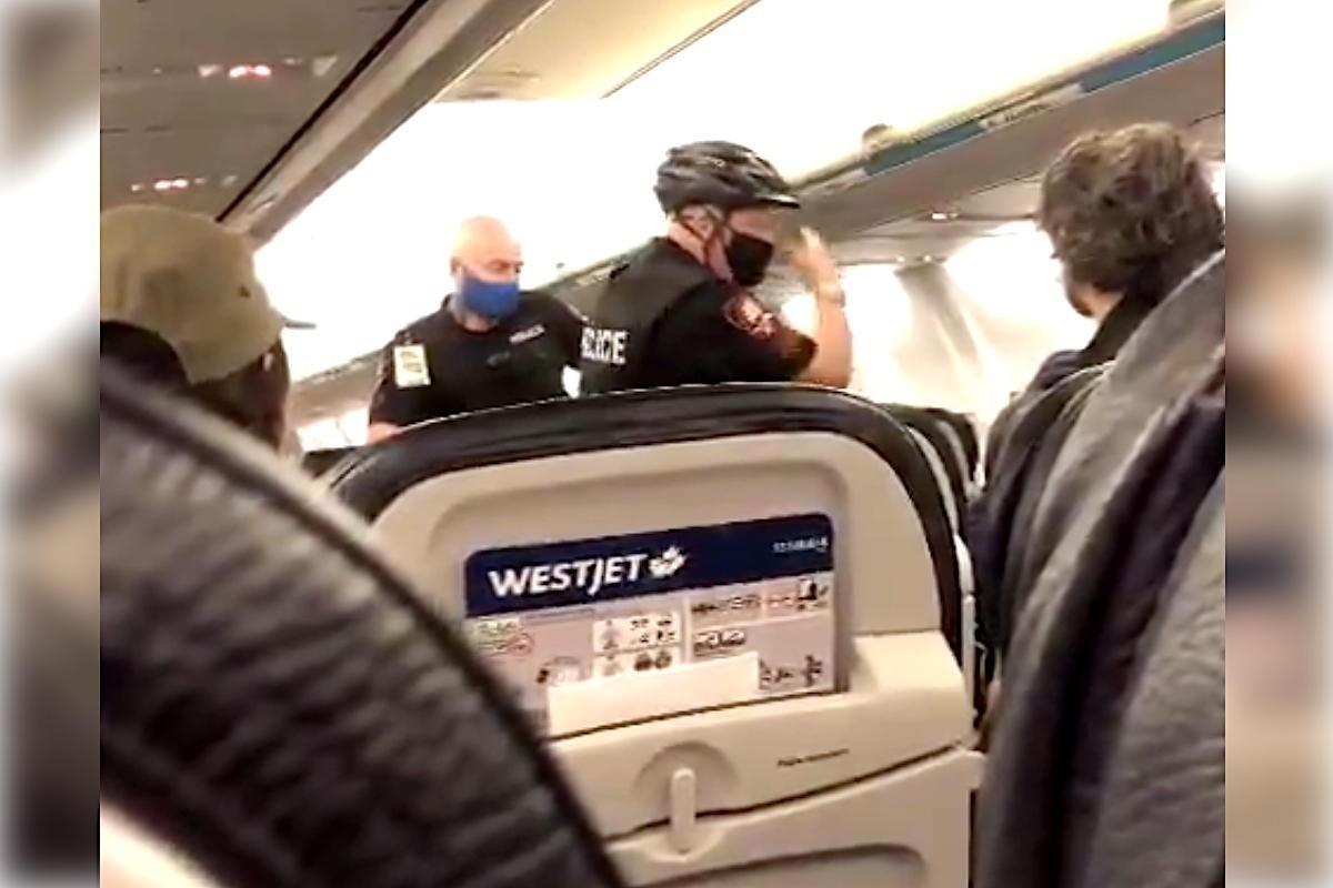 WestJet nie l'affirmation selon laquelle l'équipage aurait tenté de forcer le port d'un masque sur un bébé de 19 mois