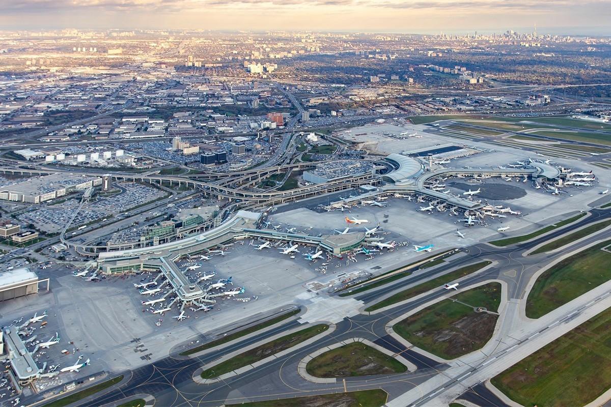 Les tarifs et les frais de transport aérien augmentent à Toronto Pearson