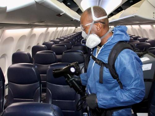 Un puissant vaporisateur antibactérien pour les avions de Sunwing