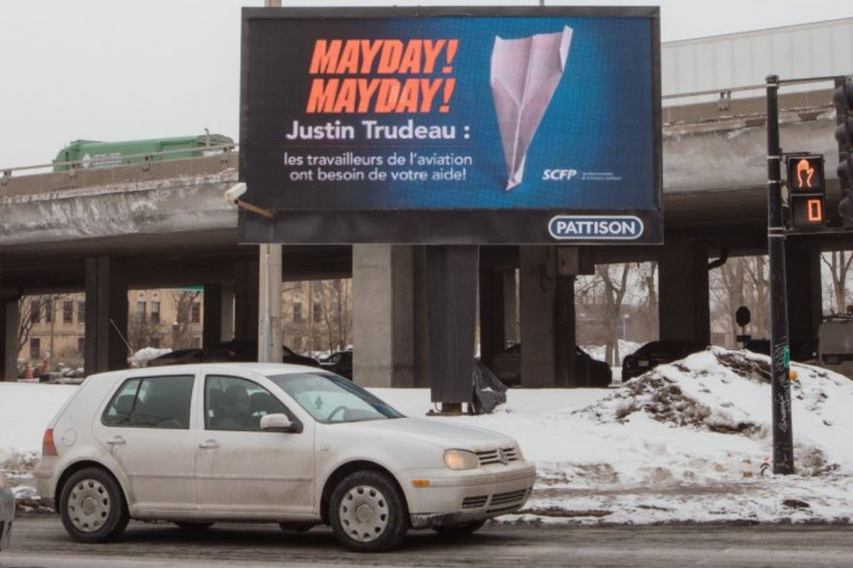 Les pilotes crient «mayday» en vidéo; les agents de bord utilisent des panneaux !