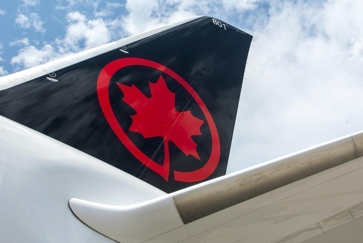 Le président et chef de la direction d'Air Canada et les VP généraux remettent volontairement leurs primes