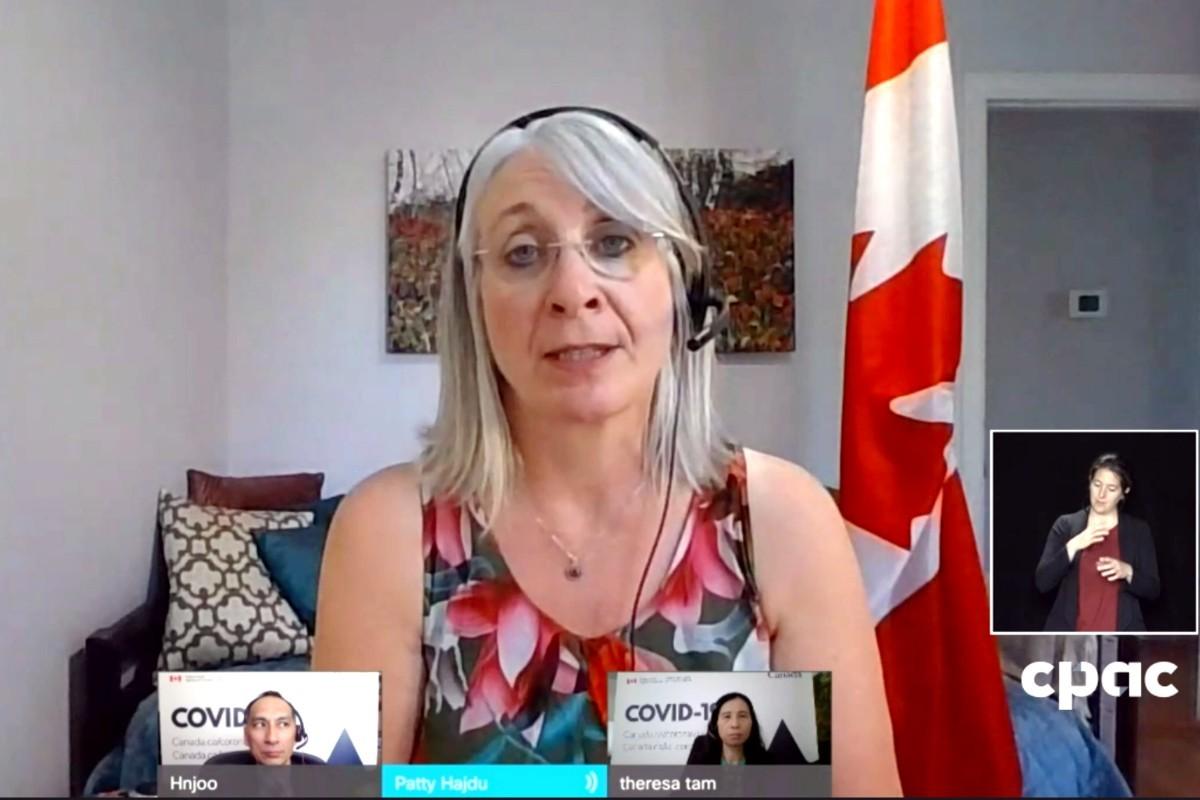 Des quarantaines maison plus courtes pour les Canadiens vaccinés : «beaucoup reste à faire», réagit le CNLA