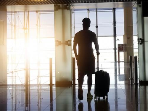 Mesures assouplies pour les voyageurs autorisés entièrement vaccinés : ça commence aujourd'hui