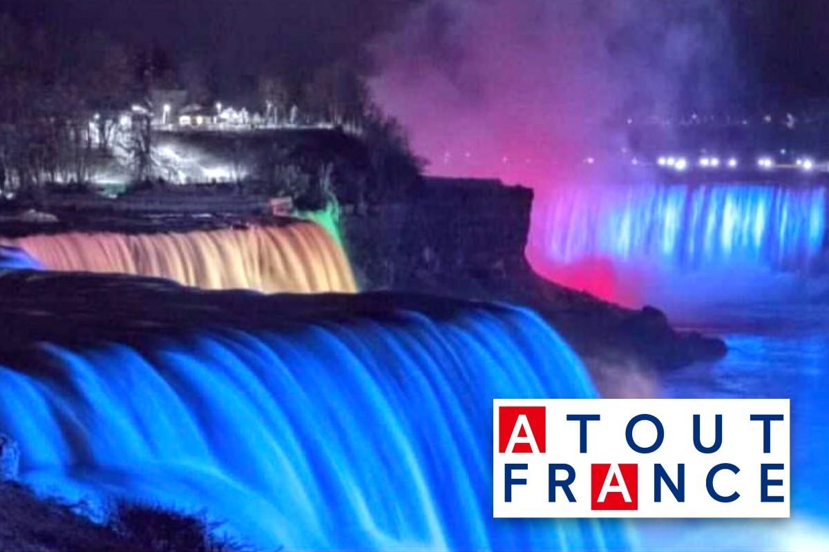 Des sites canadiens emblématiques s'illuminent aux couleurs de la France pour le 14 juillet