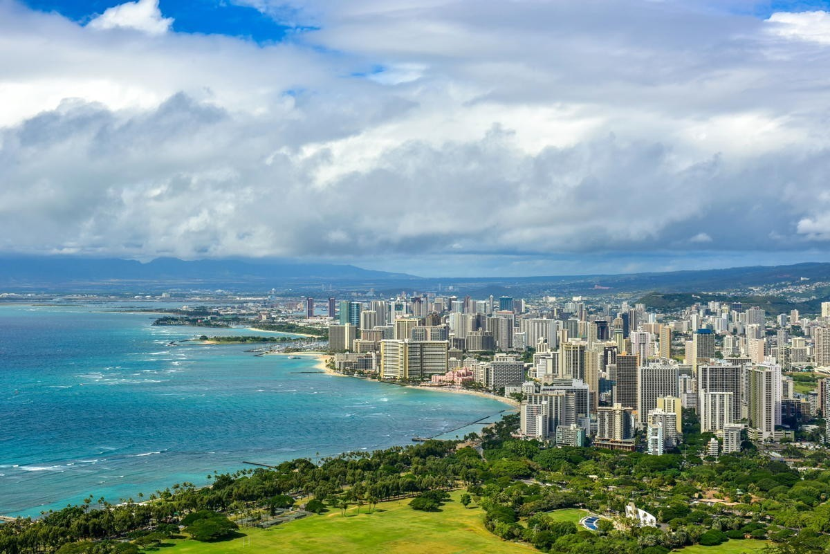 Le gouverneur d'Hawaï demande aux touristes de rester à l'écart