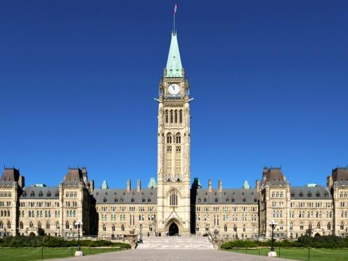 Ottawa lève l'avertissement officiel d'« éviter les voyages non essentiels » pour les voyageurs vaccinés